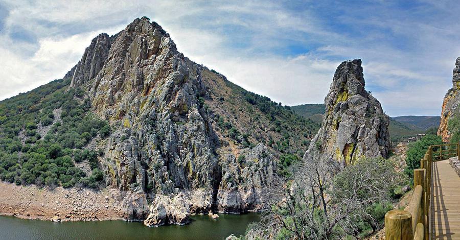 Salto_del_Gitano,_Parque_Nacional_de_Monfrague